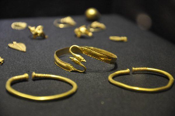 уход за золотом в домашних условиях